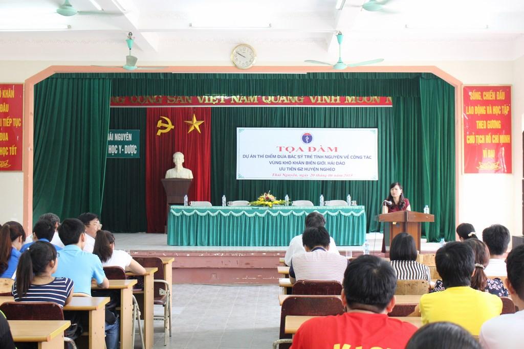 Tọa đàm với sinh viên Trường Đại học Y – Dược Thái Nguyên
