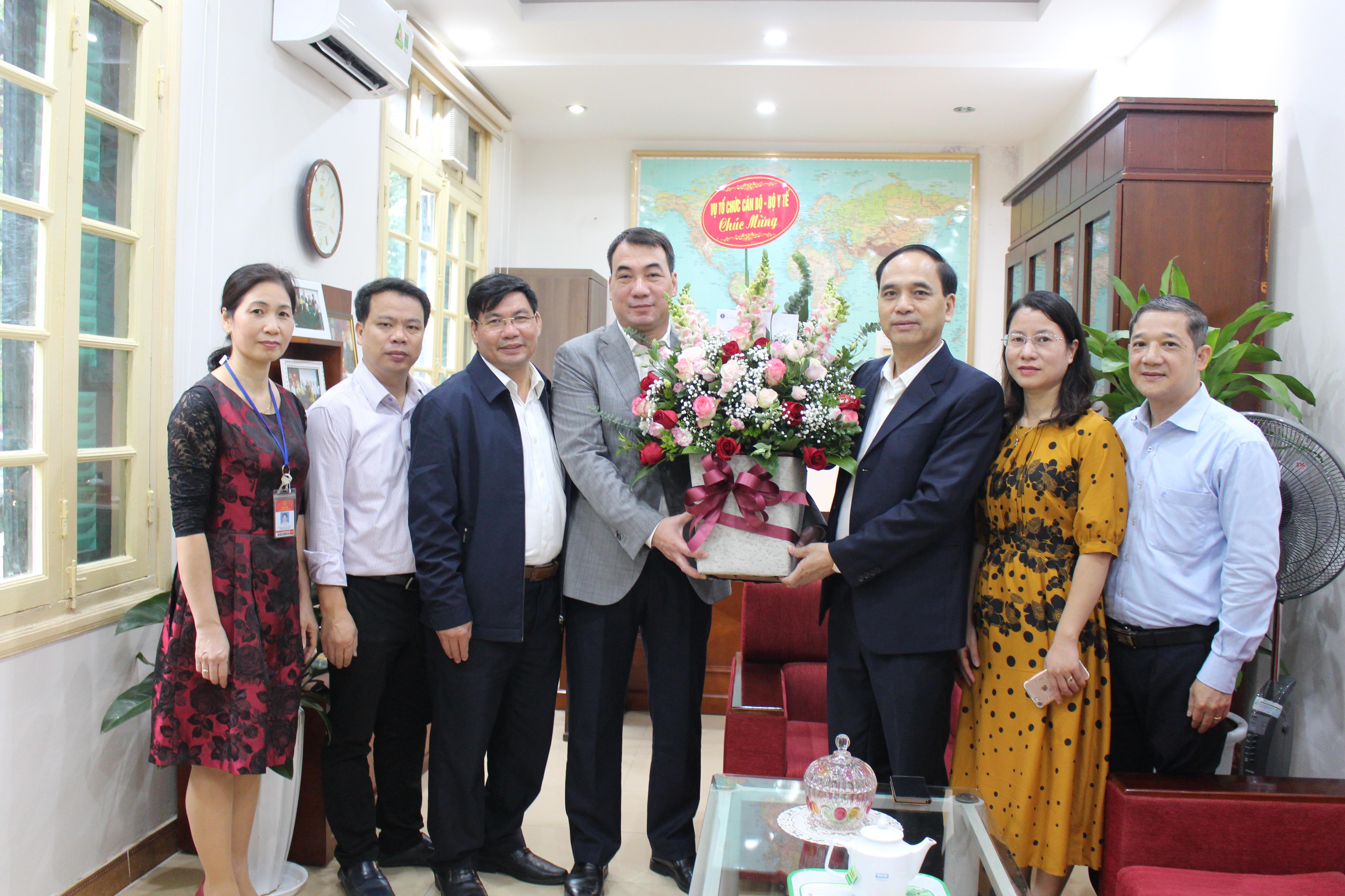 Vụ Tổ chức cán bộ chúc mừng Cục Khoa học công nghệ và đào tạo ngày nhà giáo Việt Nam 20/11/2018