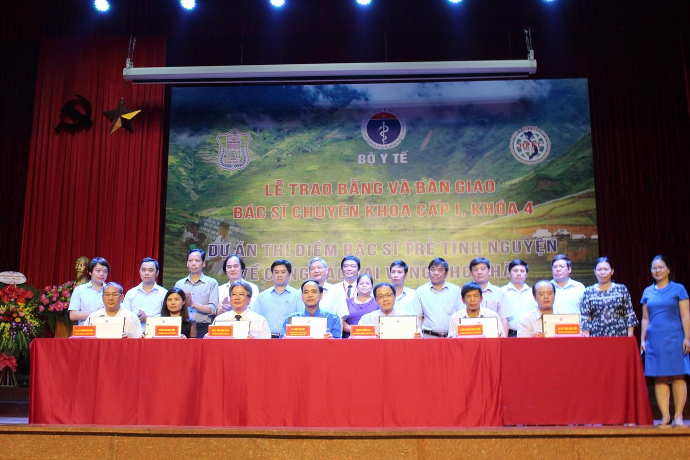 Lễ bàn giao bác sỹ trẻ tình nguyện khóa 4 cho các huyện khó khăn