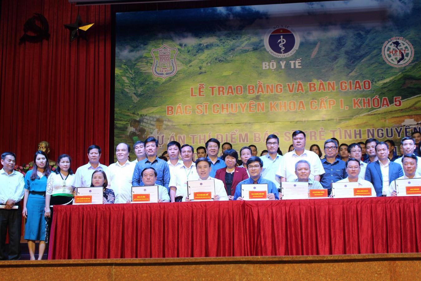 Lễ trao bằng và bàn giao bác trẻ tình nguyện khoá 5, dự án 585