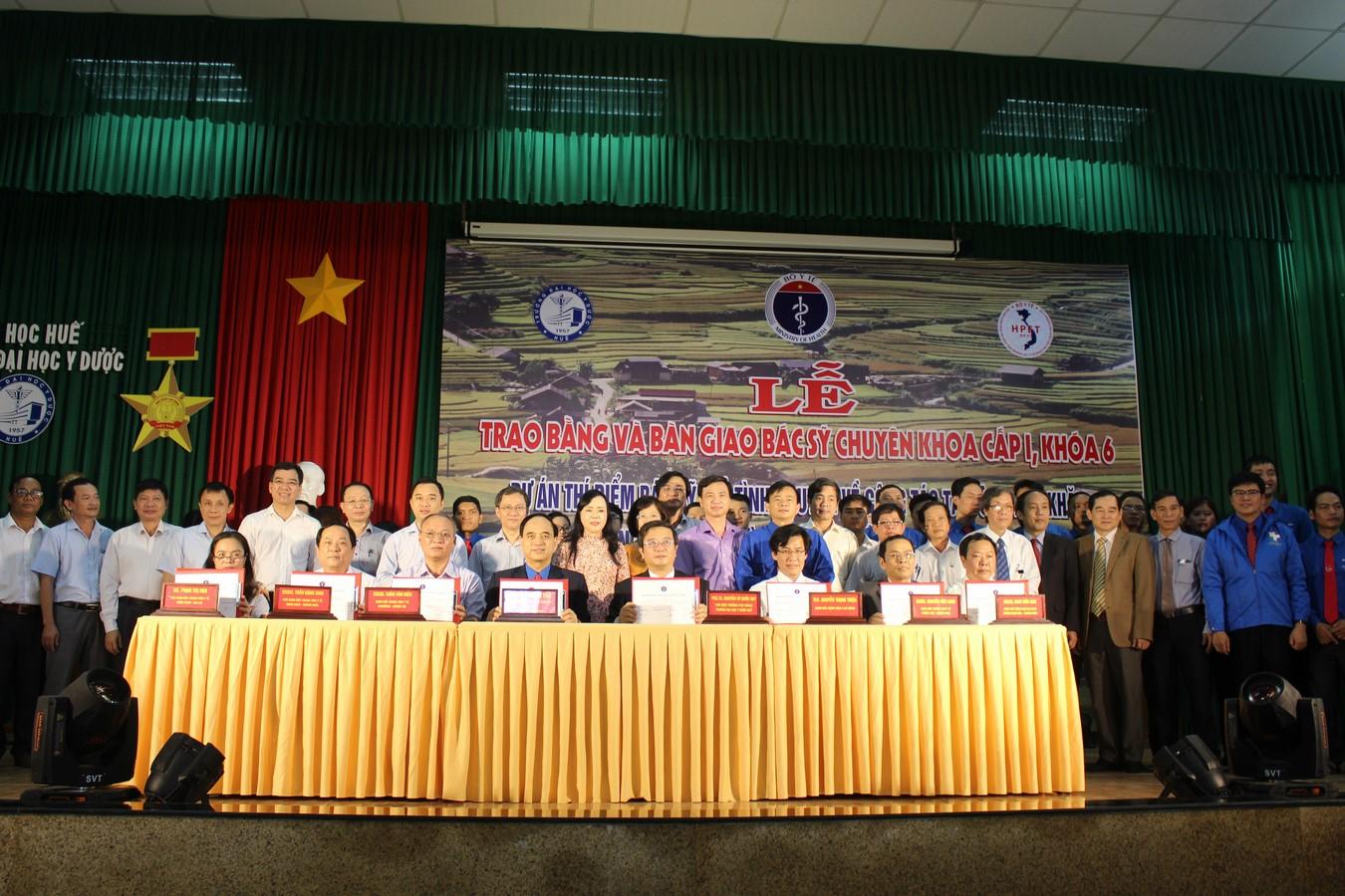 Lễ bàn giao bác sỹ trẻ tình nguyện khu vực Miền trung, Tây Nguyên