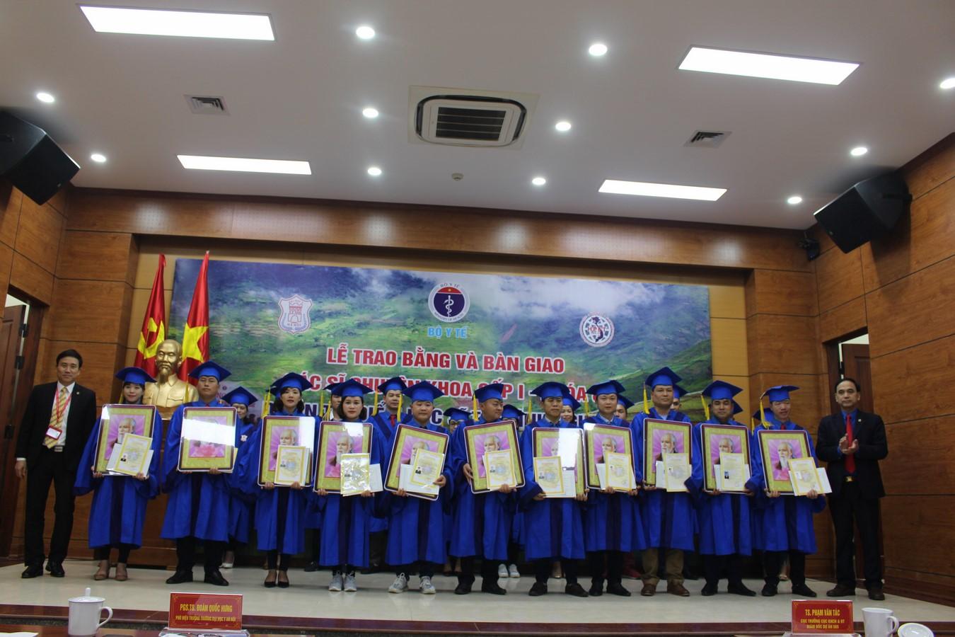 Lễ bàn giao bác sỹ trẻ tình nguyện khóa 8, dự án 585